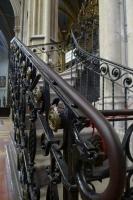 司祭様だけが登れる階段