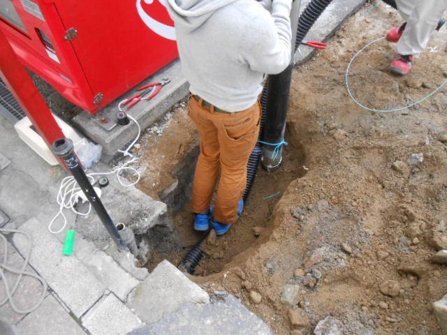 地下埋設電線引き込み・一時ポール設置 (5).JPG