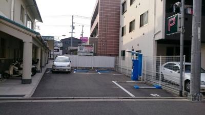 岡田外科パーキング(4台)_3.JPG