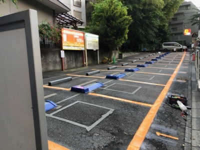 読売ランド駅前駐車場.JPG