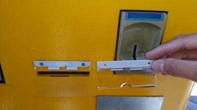 紙幣投入口カバー交換.jpg