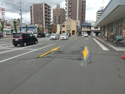車路駐車防止のため矢印ライン工事2.jpg