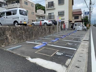 三滝駅前パーキング.jpg