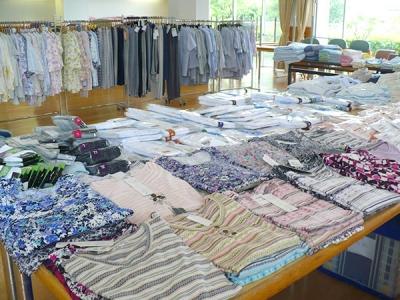 苑内での衣料品販売会