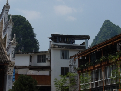 家の向こうにいつも山がいる