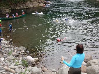 川には危険もあるから、レスキュー方法もしっかり学んでおきましょう。