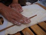 小麦粉をのばす