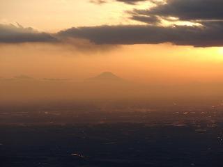 遠くに富士山をみることができました。