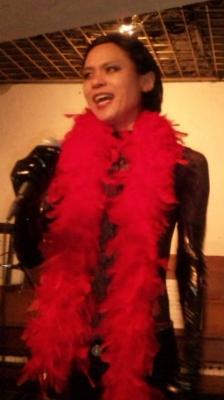 羽を得たシャンソン歌手、蜂鳥あみ太