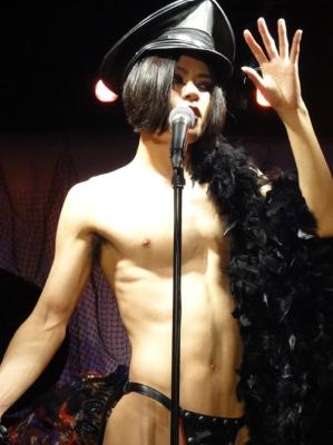 蜂鳥あみ太=4号,シャンソン歌手,もはやほとんど裸,蜂鳥姉妹