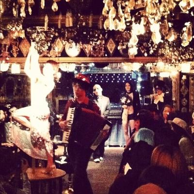 アビエタージュ・ハロウィンパーティー@トランプルーム飛び入り演奏、蜂鳥姉妹(蜂鳥スグル+蜂鳥あみ太=4号)、えびさわなおき(Acc.)、紫ベビードール・コッペリアさん