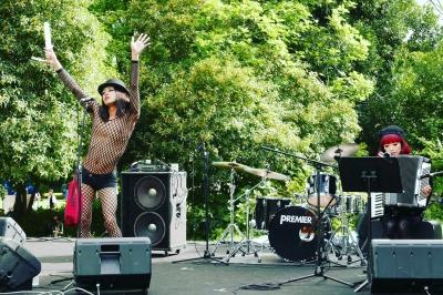 所沢航空公園・空飛ぶ音楽祭2017SORAフェス蜂鳥あみ太with笠原麻矢(acc)その1