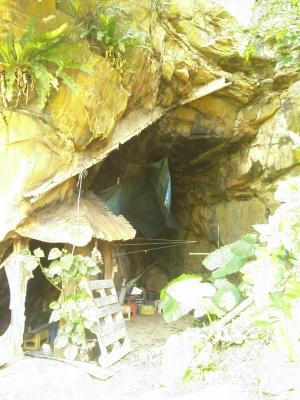鹿川の洞窟全景