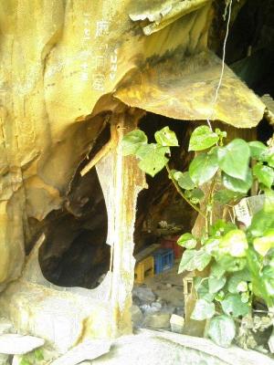 鹿川の洞窟一部