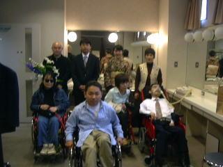 [写真]2004年、友人たちと。