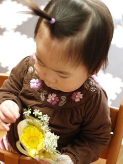 かわいい花束を持って。