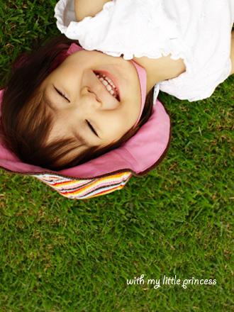 芝生の上にゴロン。