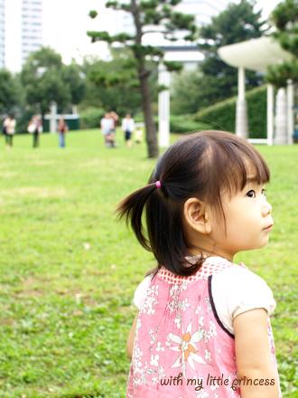 公園で遊ぶちび姫。