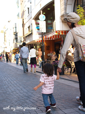 日曜日、商店街を歩く。