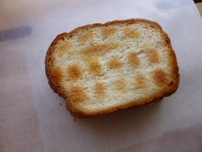 サンドイッチをワックスペーパーで包んでみよう!