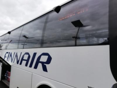 駅にはバスで