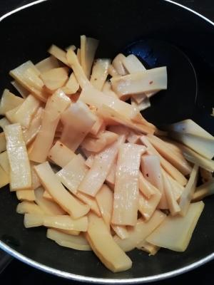 ゴマ油で炒める