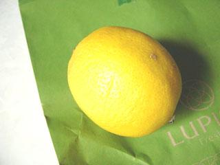 ニルギリ を買ったお客さんへの ミニレモン プレゼントで♪