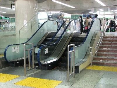 東京駅のエスカレーター