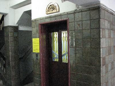 アコーディオン扉旧式エレベーター