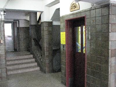 アコーディオン扉旧式エレベーター2