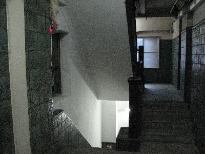 エレベーター裏