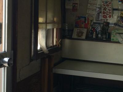 立石バーガー販売機裏側