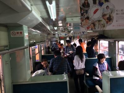 納豆列車車内