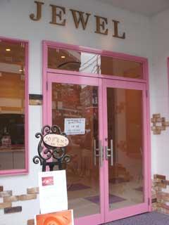 入り口はピンクです