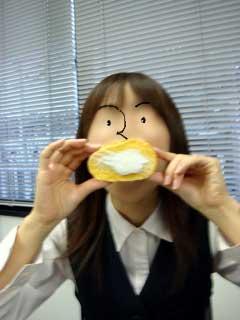 くるみ入り(?)ロールケーキ