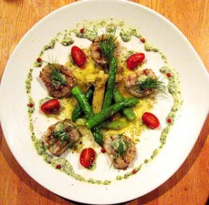 帆立貝のグリエのサラダ仕立て 香草ヴィネグレットと香草マヨネーズ
