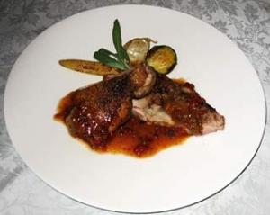 鶏腿肉のロースト トマトとスパイス風味のソース・パスティス