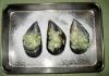 エスカルゴバターを乗せたムール貝をオーブンで焼く