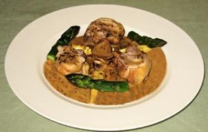 鶏腿肉のフリカッセ トリュフ風味