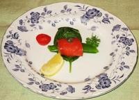 アミューズ:スモークサーモンの野菜巻き