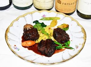 牛頬肉の赤ワイン煮込み