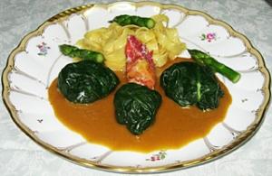 ホウレン草で包んだオマール海老のア・ラ・ヴァプール トリュフ風味 ソース・アメリケーヌ