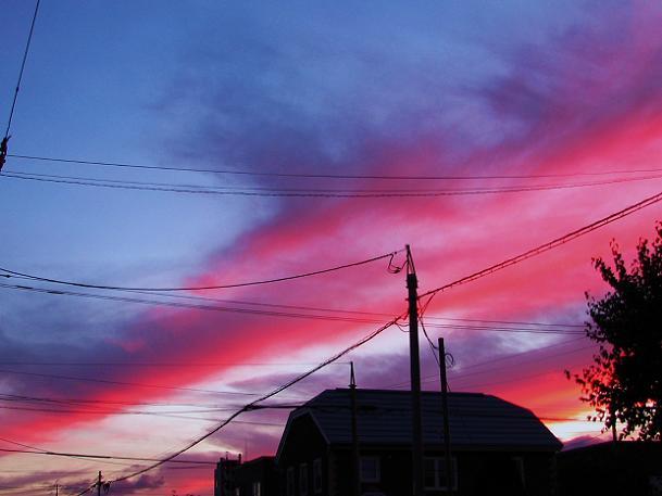 空も電線もすごい