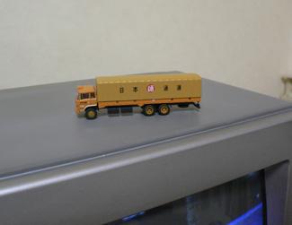 テレビの上のトラック