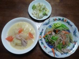 野菜炒めとパスタ入りシチュウ