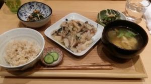 鯖のきのこソースかけ生姜風味のヘルシーなランチ