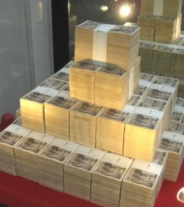 現金3億円の山