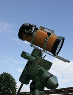 望遠鏡と青い空