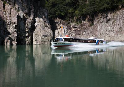 瀞峡の高速船