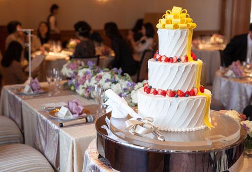 披露宴とウェディングケーキ